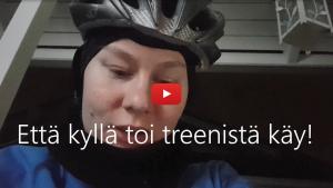 """Linkki Virtaa fillariin -talvikokeilun 2020 somevideoon, jossa kokeiluun osallistunut Heljä kertoo, miten ajoi työmatkan – tällä kertaa ilman lasta kyydissä - vähän reippaammin, jolloin se oli jo """"ihan treeniä"""". Kuvassa Heljän kasvot."""